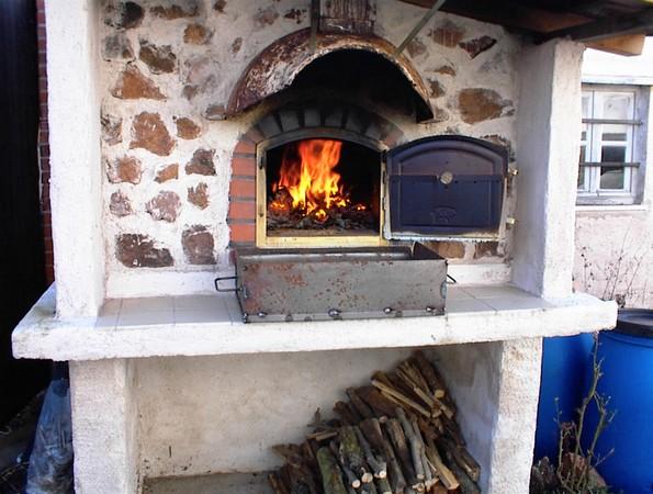 four a bois exterieur portugais les travaux de brique de votre dme ne sont pas complte mais ce. Black Bedroom Furniture Sets. Home Design Ideas
